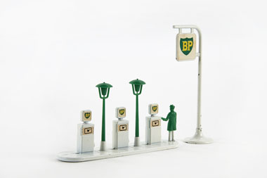 Matchbox 1 Accesory Pack BP Garage Pumps and Sign
