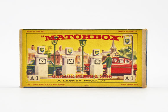Matchbox 1 Accesory Pack BP Garage Pumps and Sign  OVP